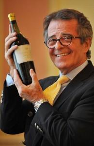Christian Vanneque con la preciada botella