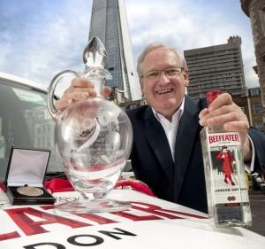 Desmond Payne Master Destiller de Beefeater en el IWSC Trophy