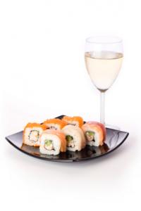 Maridaje de Sushi con Vino Blanco o Cava