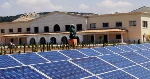 Placas Fotovoltaicas en el exterior de la bodega